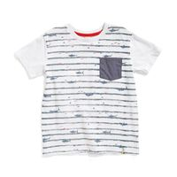 Camiseta-Samuel-color-blanco-con-bolsillo-y-estampado-en-frente-marca-Codelin-para-niño