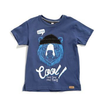 Camiseta-color-azul-petroleo-con-estampado-y-bordado-marca-Codelin-para-niño